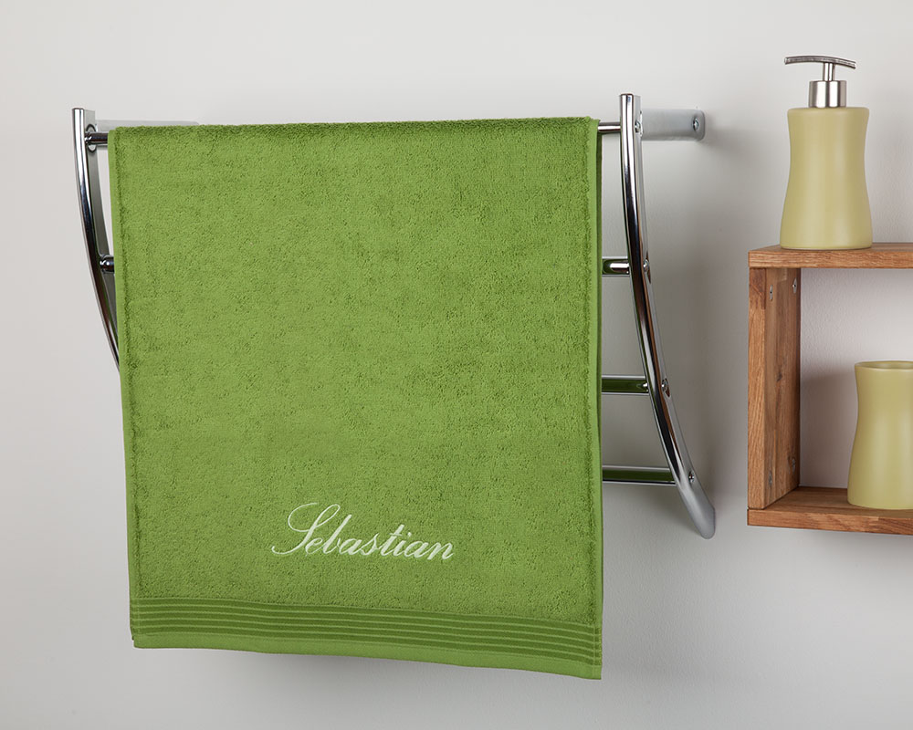 besticktes badetuch mit namen. Black Bedroom Furniture Sets. Home Design Ideas